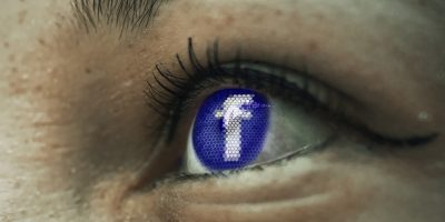 Olhos no Facebook